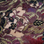 Recherche textile, découpage d'un cuir incrusté de dentelle.